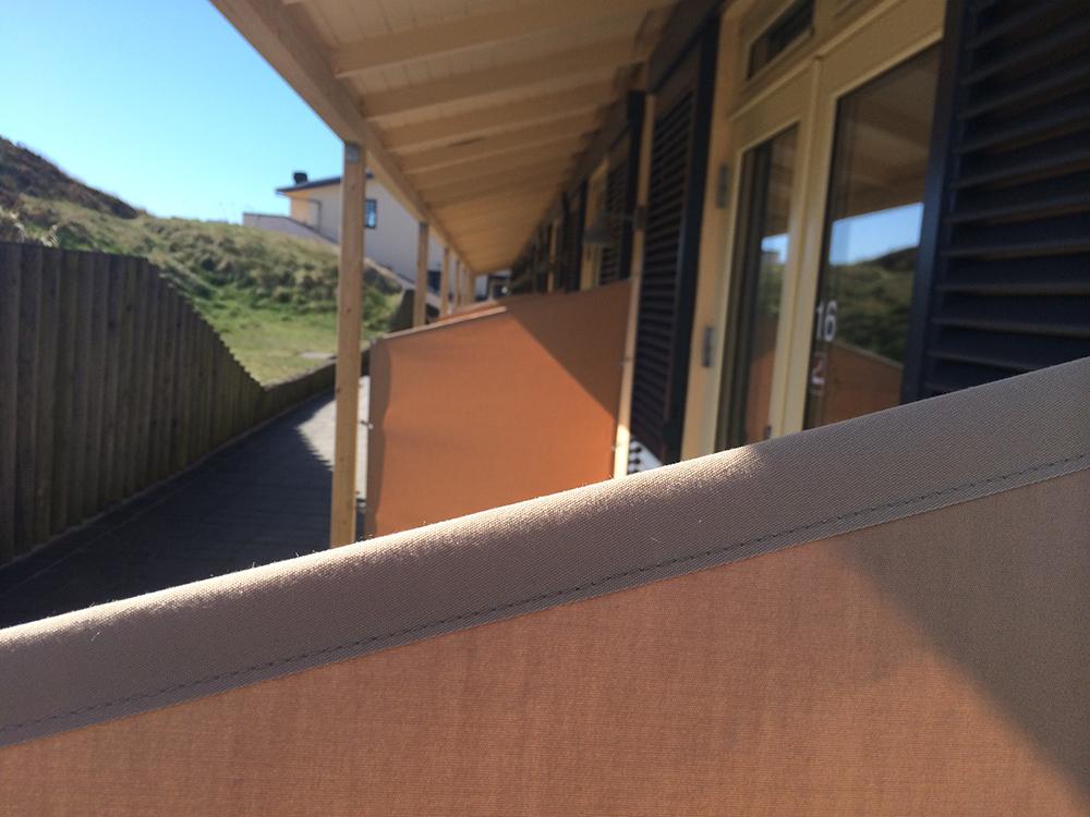 Afskærmning via solsejl / sejldug