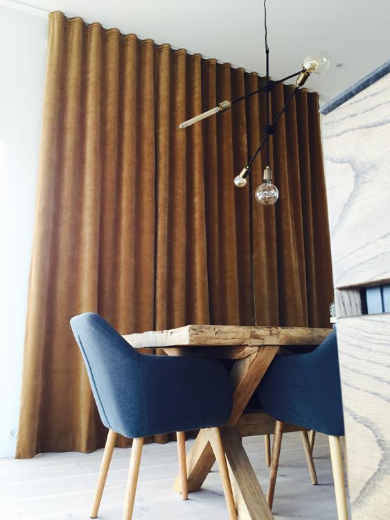 lyddæmpende gardiner Funktionalitet og hygge i Anette Heicks sommerhus lyddæmpende gardiner
